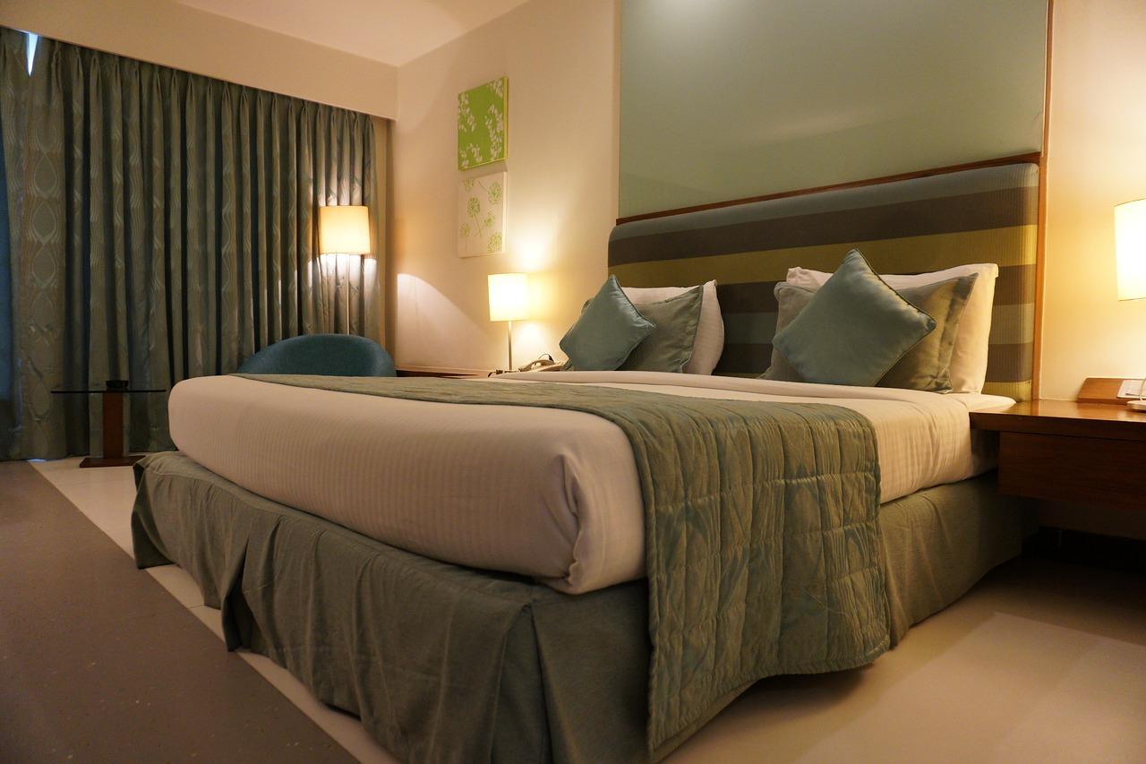 Czy narożnik z funkcją spania może zastąpić łóżko w hotelu?